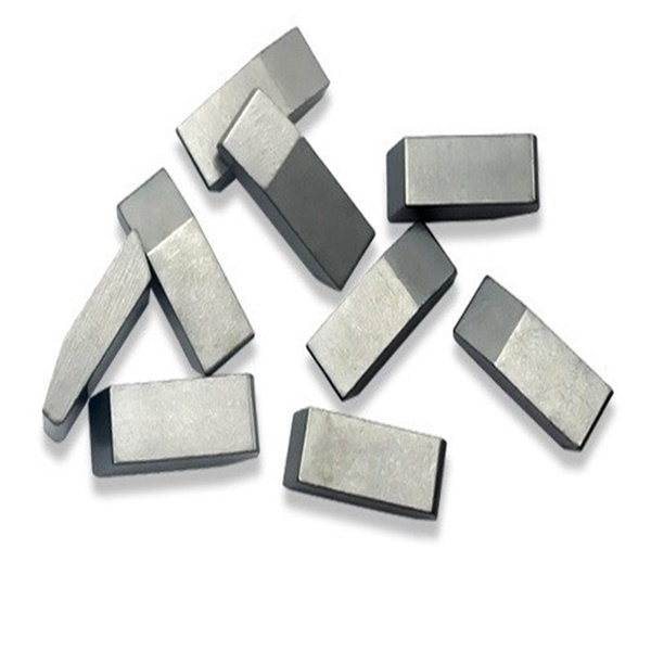 Tungsten carbide saw tips for cutting hard wood